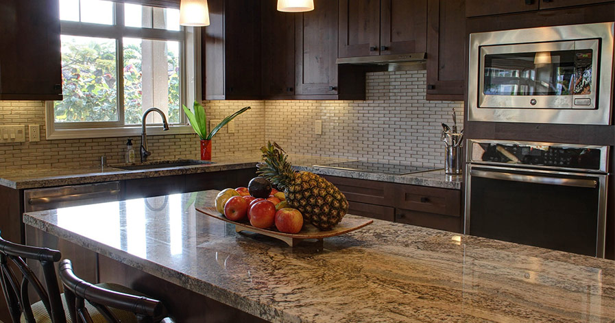Clean looking kitchen with fruit on island